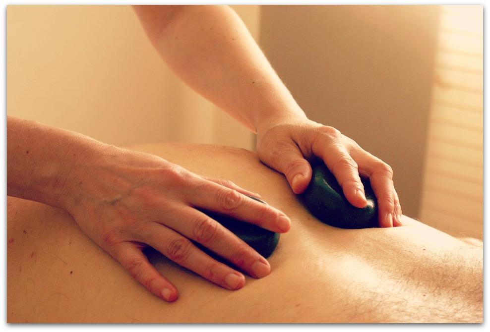 Laissez-vous tenter par un massage aux pierres chaudes, vous ne serez pas déçus…
